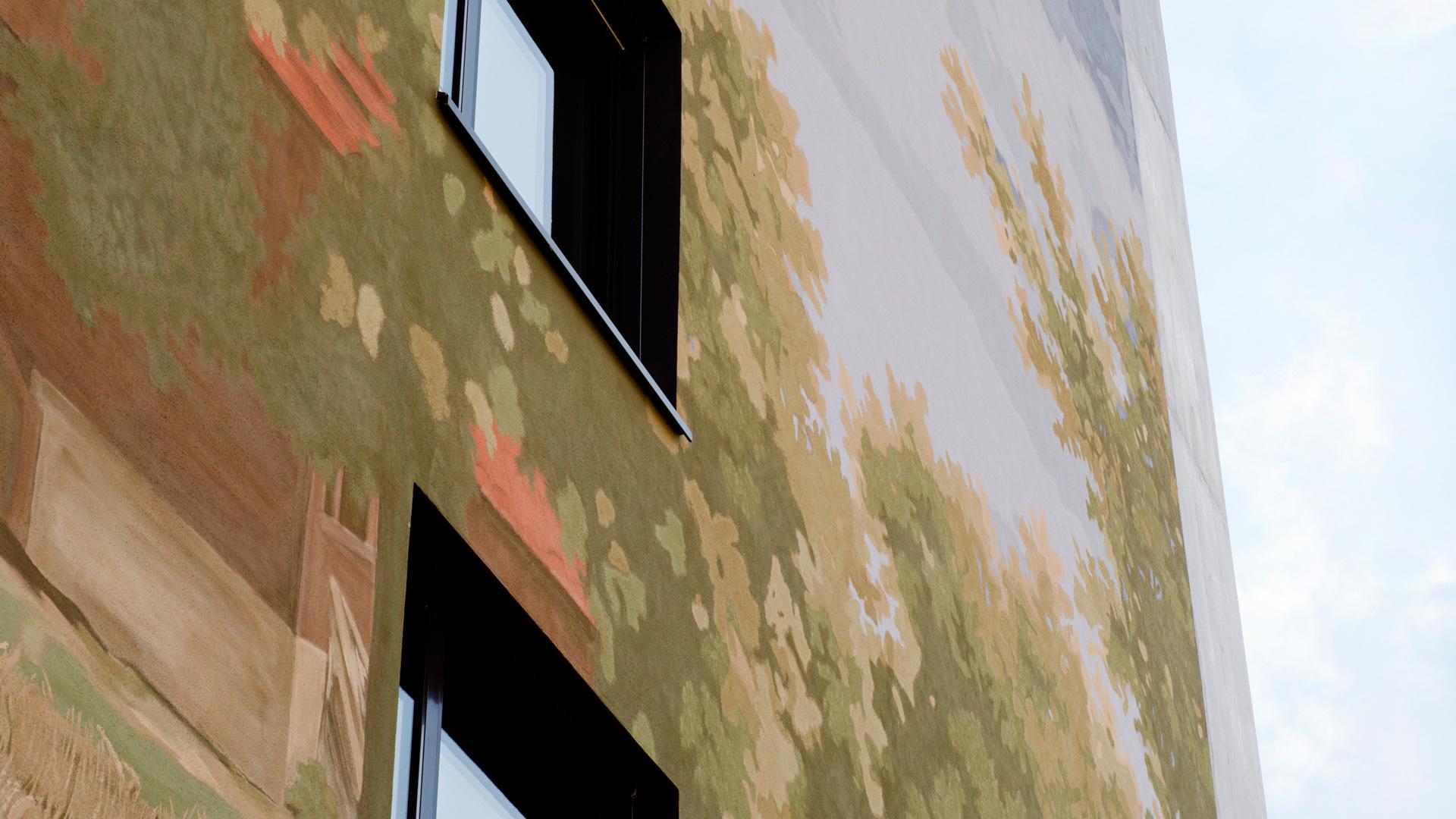 Projekt Schweighof — Formale und farbliche Reduktion im Überformat —Fassadendetail — l'équipe visuelle – Grafik und Werbung