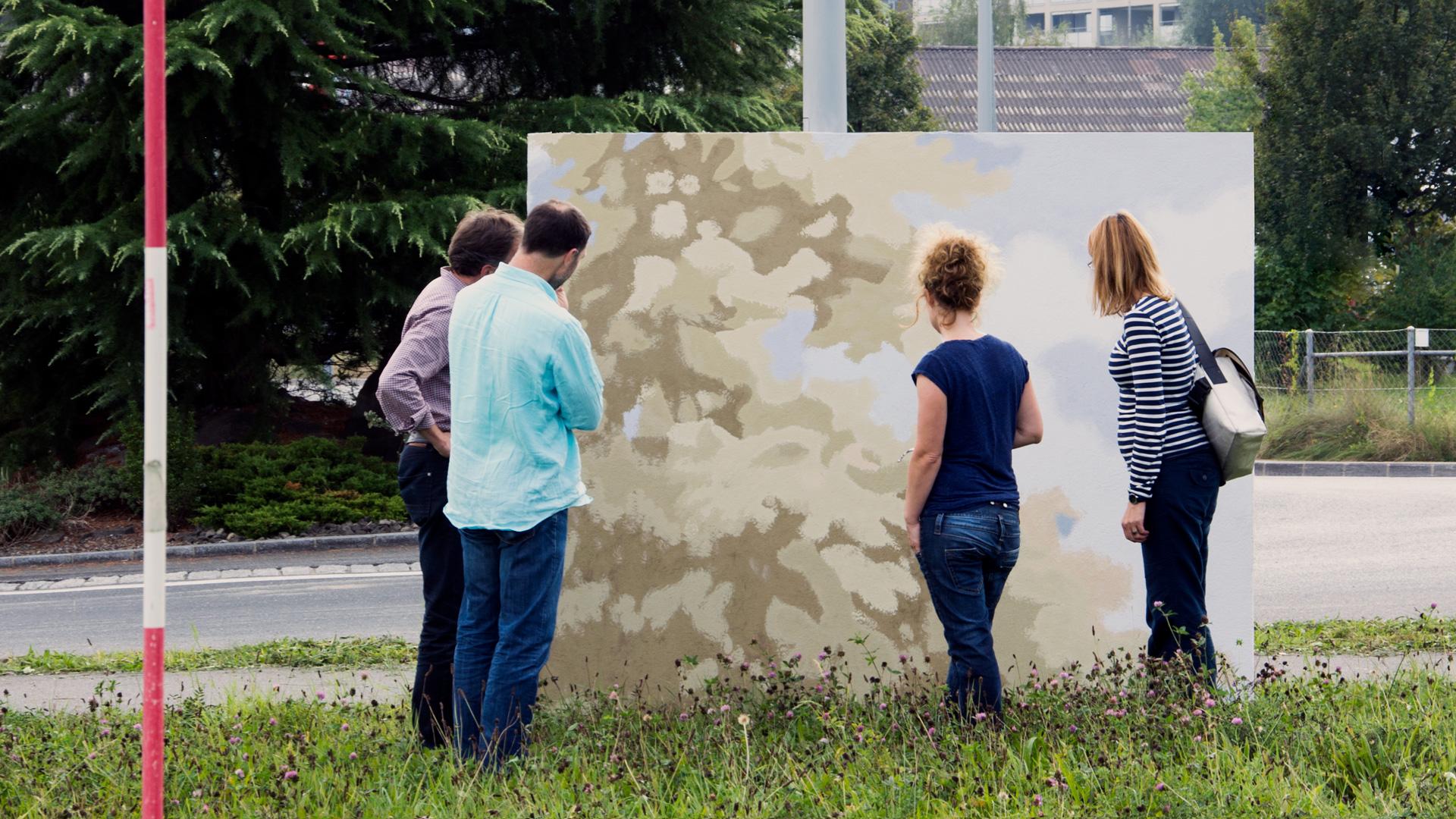 Projekt Schweighof — Formale und farbliche Reduktion im Überformat —Musterbegutachtung vor Ort — l'équipe visuelle – Grafik und Werbung