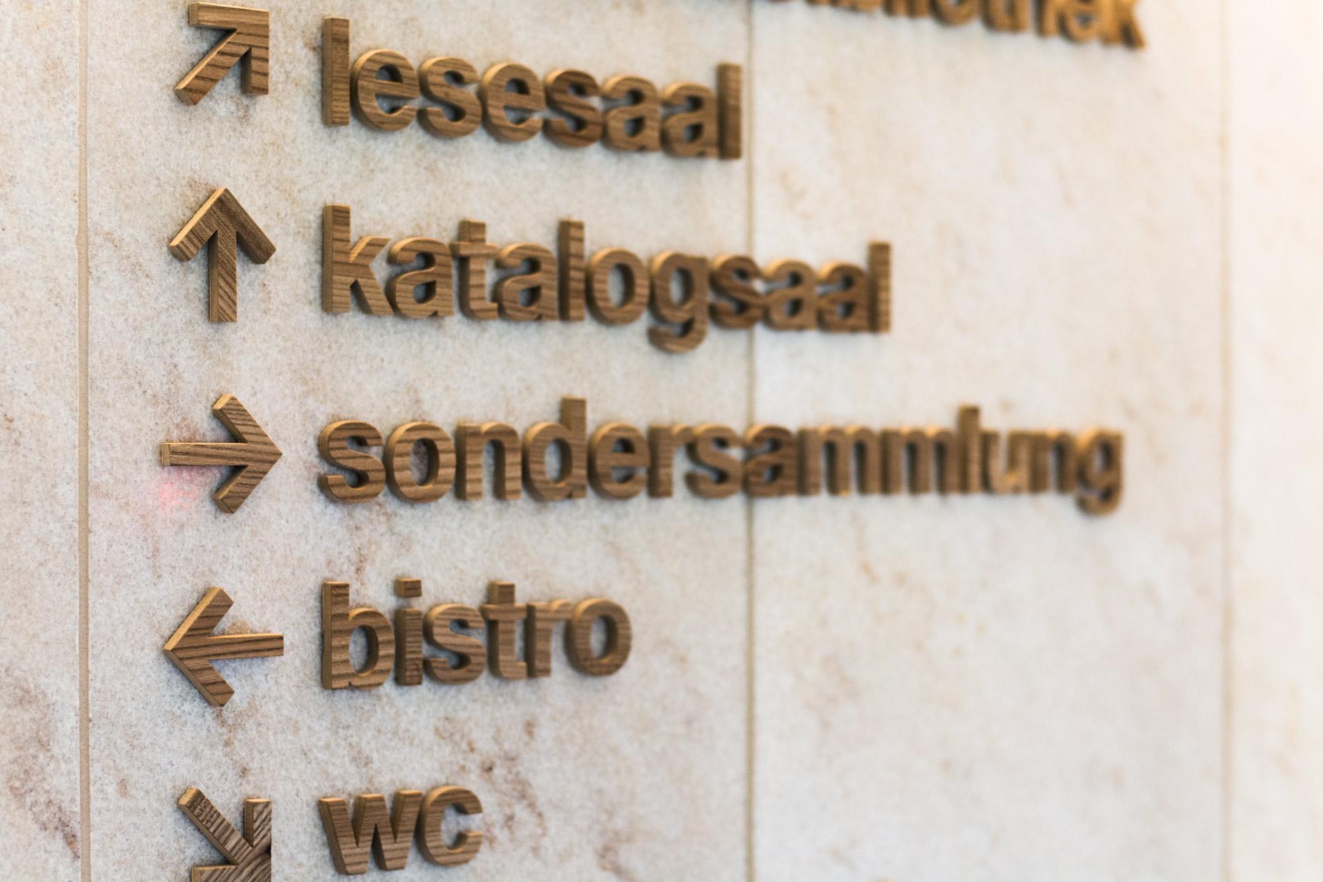 Signaletik und Beschriftung für die  Zentral- und Hochschulbibliothek Luzern — l'équipe [visuelle] Grafik und Werbung